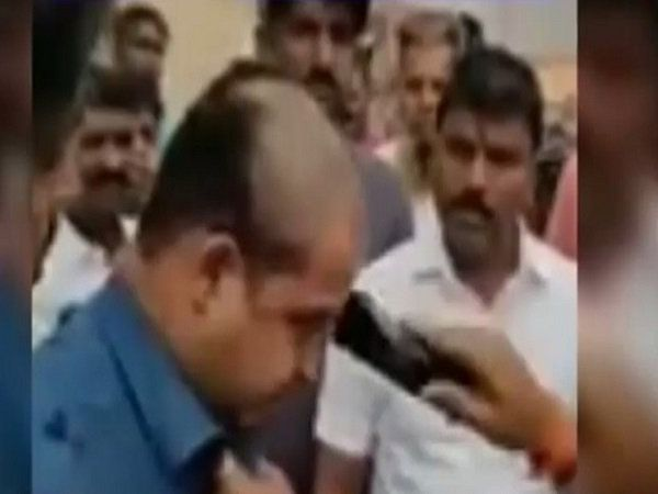 mumbai man assaulted by shiv sena workers wadala slapped tonsured on camera comment on cm uddhav thackeray maharashtra news marathi