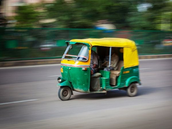 girl raped auto-rickshaw driver hyderabad crime news marathi