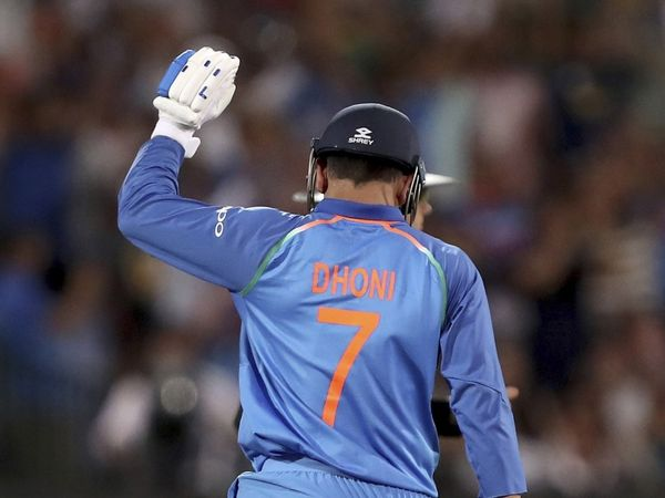 ms dhoni presence is missing in wellington as fans show we miss you dhoni banner cricket news in marathi tcri