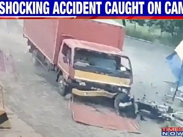truck ramms toll plaza killed two including a bike rider one injured watch video cctv video news in marathi google newsstand