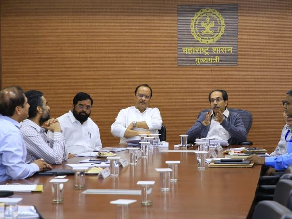 thackeray government approves five days week demand of government employees