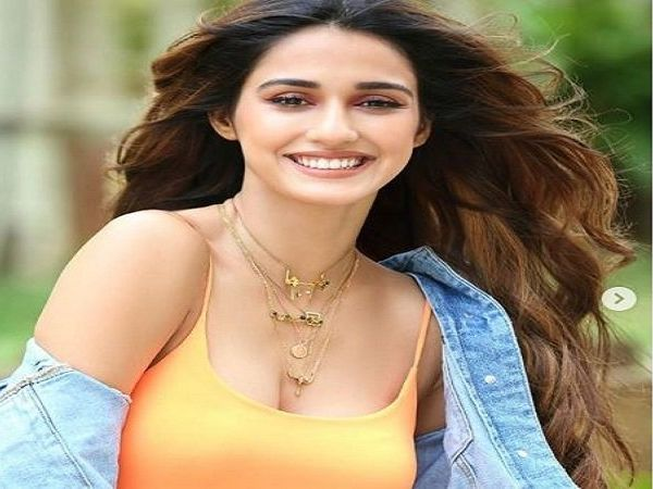 disha patani's name becomes a center of a joke on twitter in regards to chandrayaan 2 launch