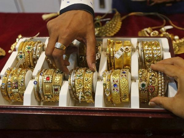 gold price down by rs 145 per 10 gram silver by rs 315 on 18 october in delhi sarafa business news in marathi google batmya