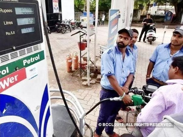 petrol diesel is also cheaper for the fourth consecutive day see what are the prices in Mumbai